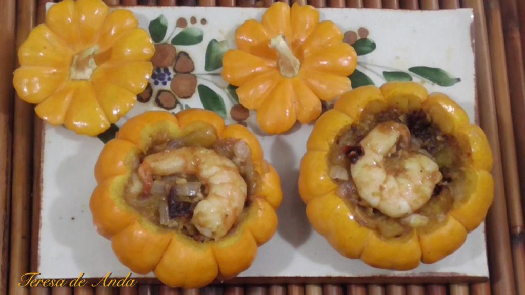 Exquisite stewed pumpkins with shrimps inside